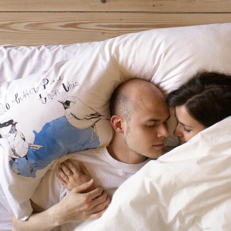 Slaapaap tweepersoons kussen milledoni spot on gifts for Waarom kussen mensen