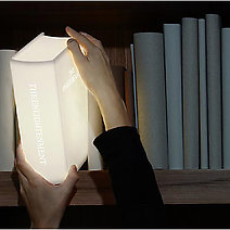 The-Enlightenment-boeken-lamp